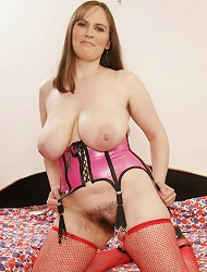 MILF with natural tits and natural bush gets...