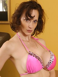 Hot MILF with extra sized rack!