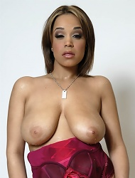 Chavon Taylor Strips And Shows Off Her Massive...