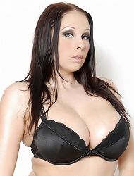 Busty Babe Gianna Michaels Lubes Up Her Tits...